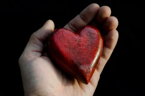 red_heart_in_hands
